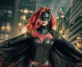 Batwoman | Divulgada primeira imagem de Ruby Rose como a Mulher-Morcego